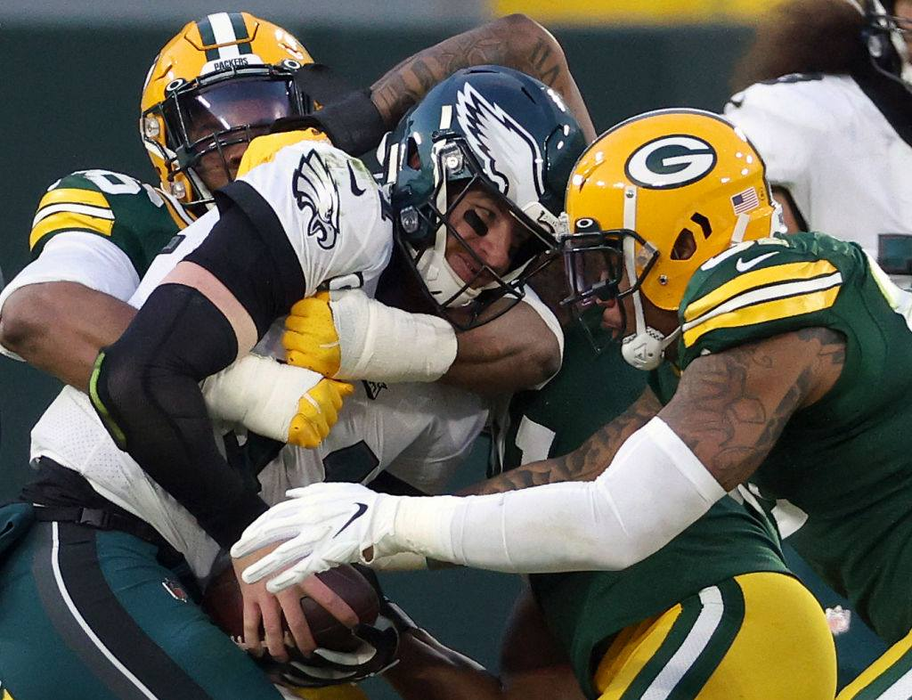 イーグルスのQBウェンツは、今季50被サック、NFLで最多だった=photo by Getty Images