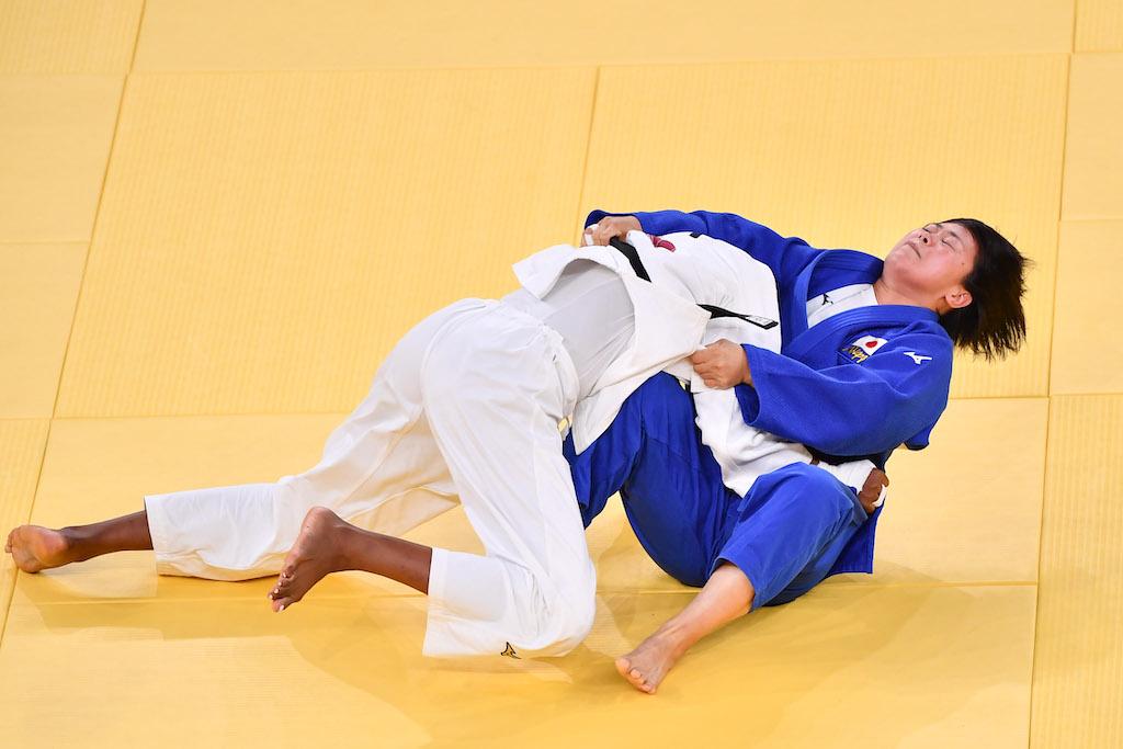 強敵のマロンガを得意の寝技に持ち込んで撃破し、頂点を極めた濵田尚里(写真/GettyImages)