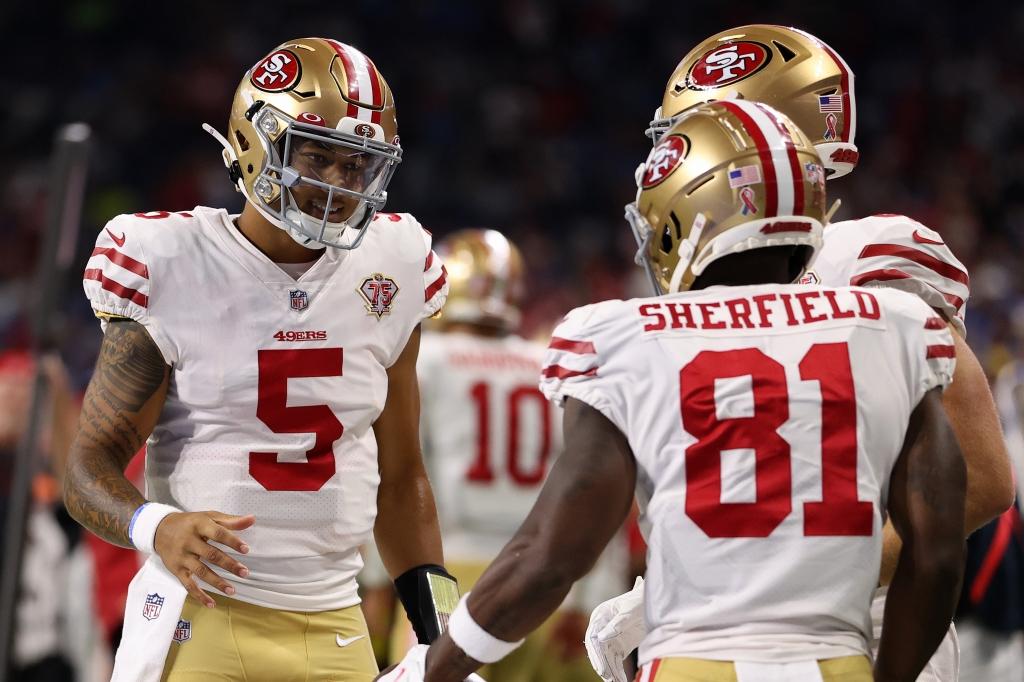 ◆49ers41-33ライオンズ 49ersのルーキーQBトレイ・ランス(右)は先制のTDパスを決めた=photo by Getty Images